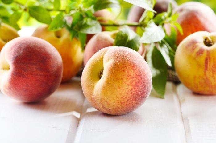 Fresh-Summer-ripe-peaches