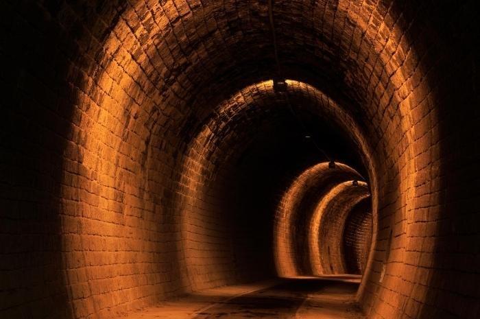 dark-halls-depths-underground