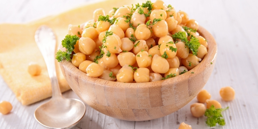 how-to-make-super-simple-chickpea-salad 2