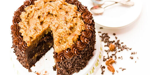 how-to-make-vegan-german-chocolate-pecan-cake 3