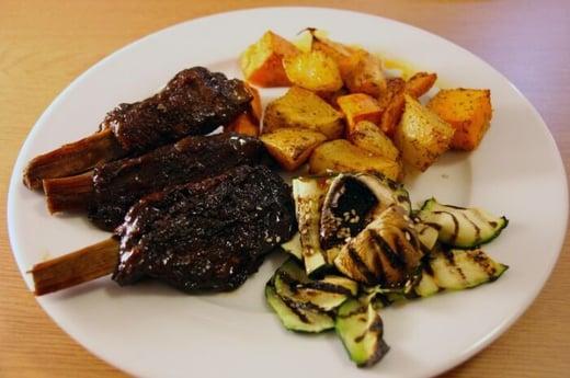 vegan-BBQ-jackfruit-ribs-with-grilled-veggies