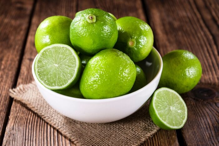 Fresh-organic-limes-in-bowl
