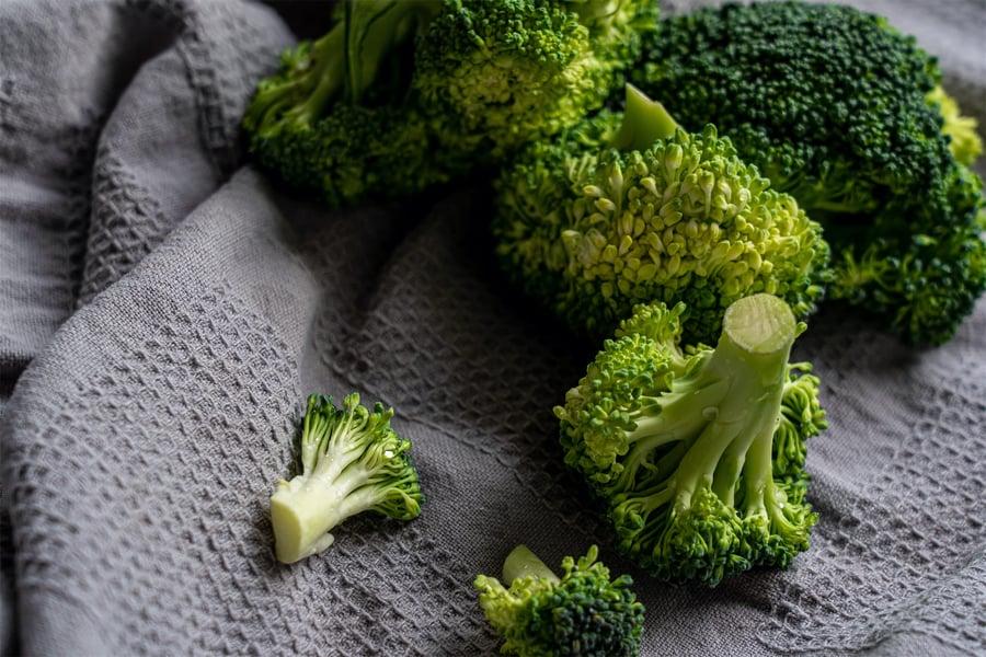 green-broccoli-on-white-textile-3722583
