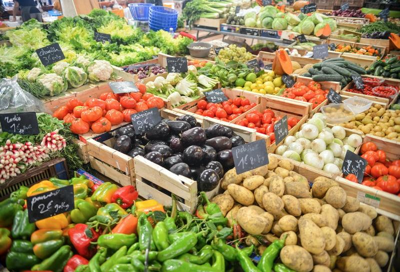 fresh organic produce market